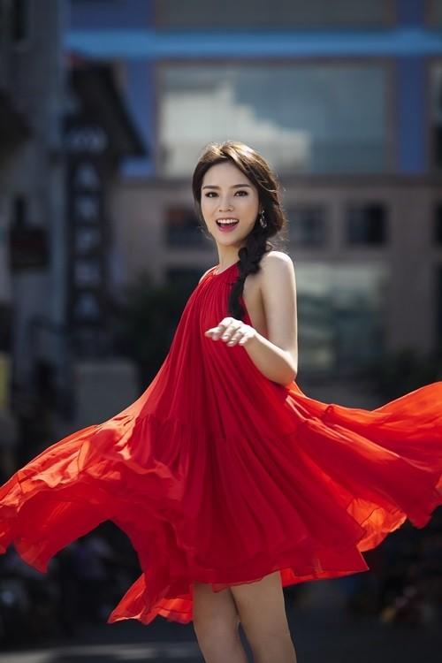 Hoa hậu Kỳ Duyên: 'Em sống khép kín hơn' ảnh 1