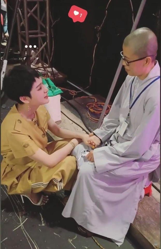 """Showbiz 11/5: Hoàng Trung """"làm chồng"""" Duy Khánh, Dương Hoàng Yến sắp kết hôn? ảnh 10"""