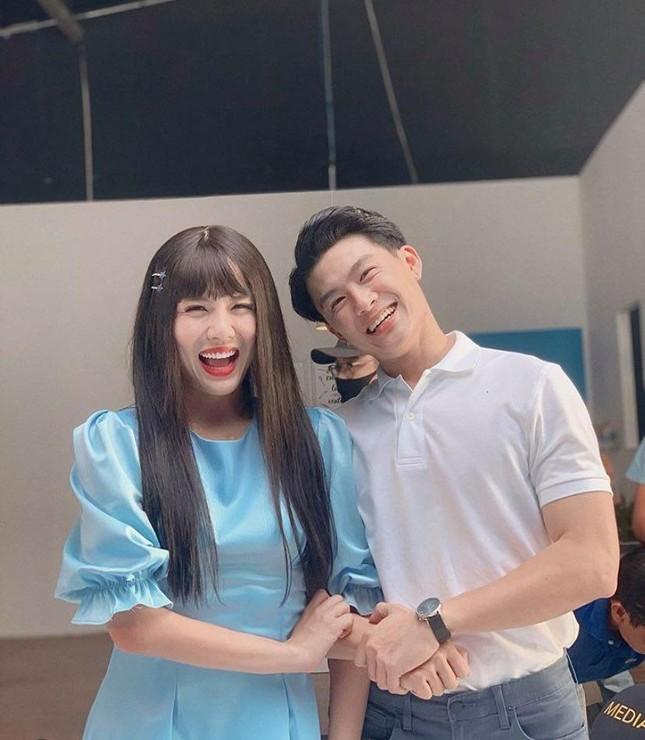 """Showbiz 11/5: Hoàng Trung """"làm chồng"""" Duy Khánh, Dương Hoàng Yến sắp kết hôn? ảnh 7"""