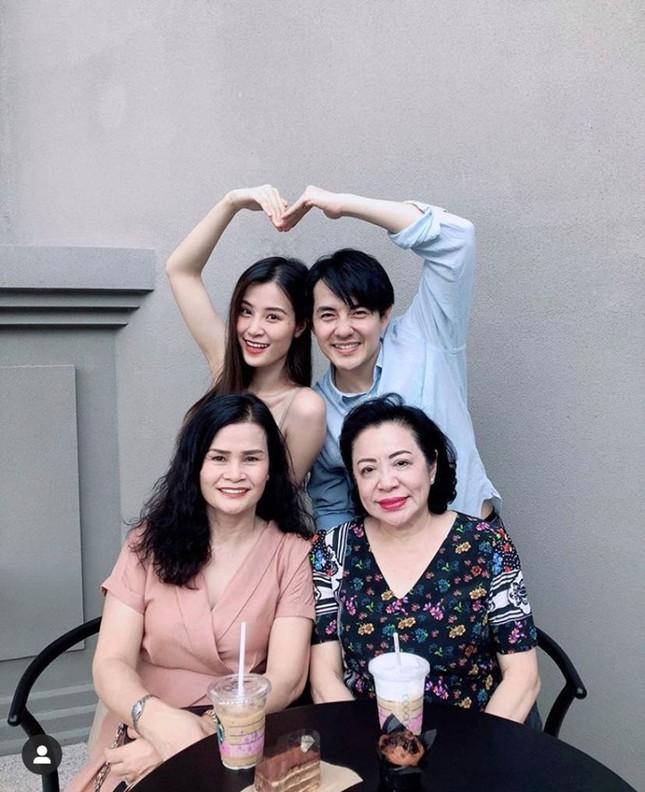 """Showbiz 11/5: Hoàng Trung """"làm chồng"""" Duy Khánh, Dương Hoàng Yến sắp kết hôn? ảnh 12"""