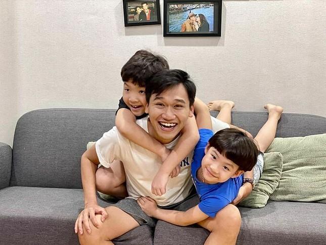 Showbiz 18/5: Lê Giang theo style Hiền Hồ, Hồng Nhung công khai bạn trai mới? ảnh 10