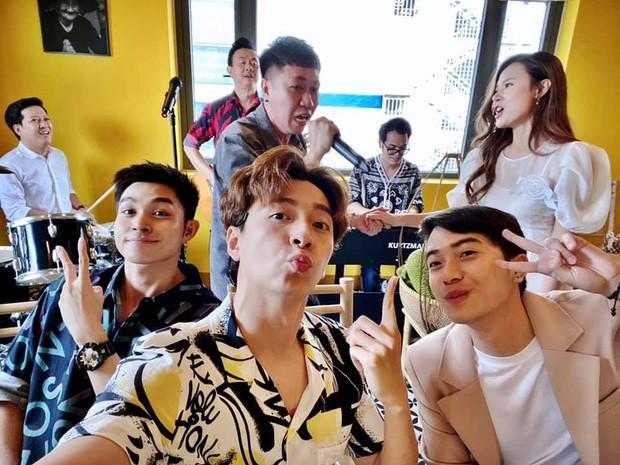 """Showbiz 20/5: Quang Hải """"quẩy"""" trong """"Mẹc"""" mới sắm, Hồ Ngọc Hà mang bầu con Kim Lý? ảnh 2"""