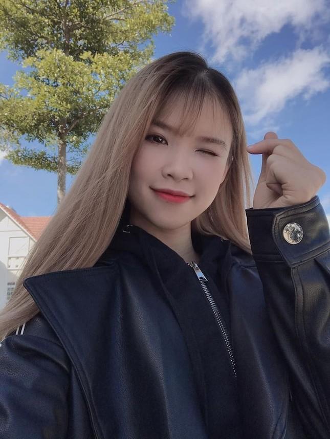 """Showbiz 22/5: Hồ Quang Hiếu chăm """"thả thính"""" hậu chia tay Bảo Anh, Hương Giang tậu xế mới? ảnh 8"""