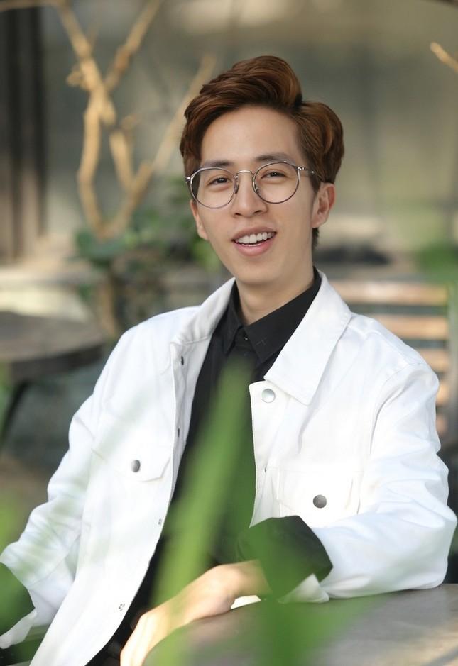 """Showbiz 22/5: Hồ Quang Hiếu chăm """"thả thính"""" hậu chia tay Bảo Anh, Hương Giang tậu xế mới? ảnh 11"""