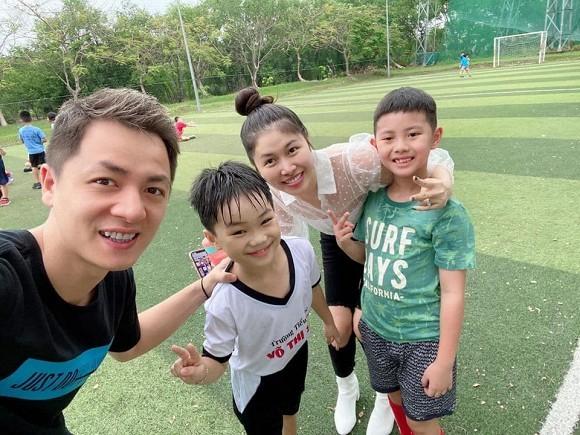 Showbiz 24/5: Hồ Ngọc Hà mang song thai, Hồng Ngọc kể về chuyện bị bỏng nước sôi ảnh 7