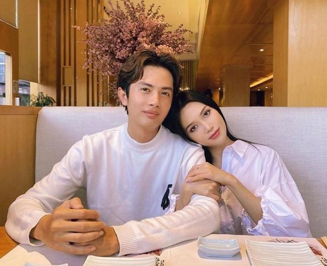 Showbiz 25/5: Lý Nhã Kỳ ngồi xe 40 tỷ đồng đi dự event, Thúy Vân đăng kí kết hôn ảnh 11