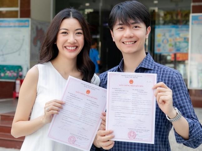 Showbiz 25/5: Lý Nhã Kỳ ngồi xe 40 tỷ đồng đi dự event, Thúy Vân đăng kí kết hôn ảnh 15