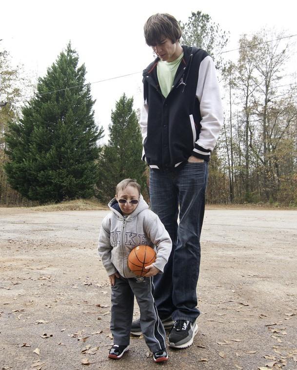 Chàng lùn 28 tuổi cao 86cm, nặng 13kg: Sống lạc quan, tích cực từng ngày, cho dù bệnh tật ảnh 4