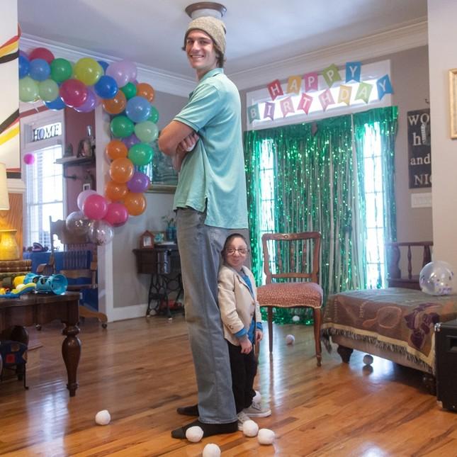 Chàng lùn 28 tuổi cao 86cm, nặng 13kg: Sống lạc quan, tích cực từng ngày, cho dù bệnh tật ảnh 5