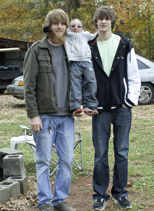 Chàng lùn 28 tuổi cao 86cm, nặng 13kg: Sống lạc quan, tích cực từng ngày, cho dù bệnh tật ảnh 6