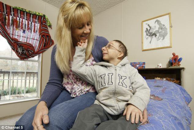 Chàng lùn 28 tuổi cao 86cm, nặng 13kg: Sống lạc quan, tích cực từng ngày, cho dù bệnh tật ảnh 7