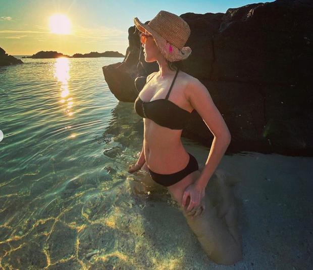 Showbiz 23/7: Ngọc Trinh diện quần cắt xẻ lạ mắt, Diệu Nhi khoe hình bikini siêu hot ảnh 3