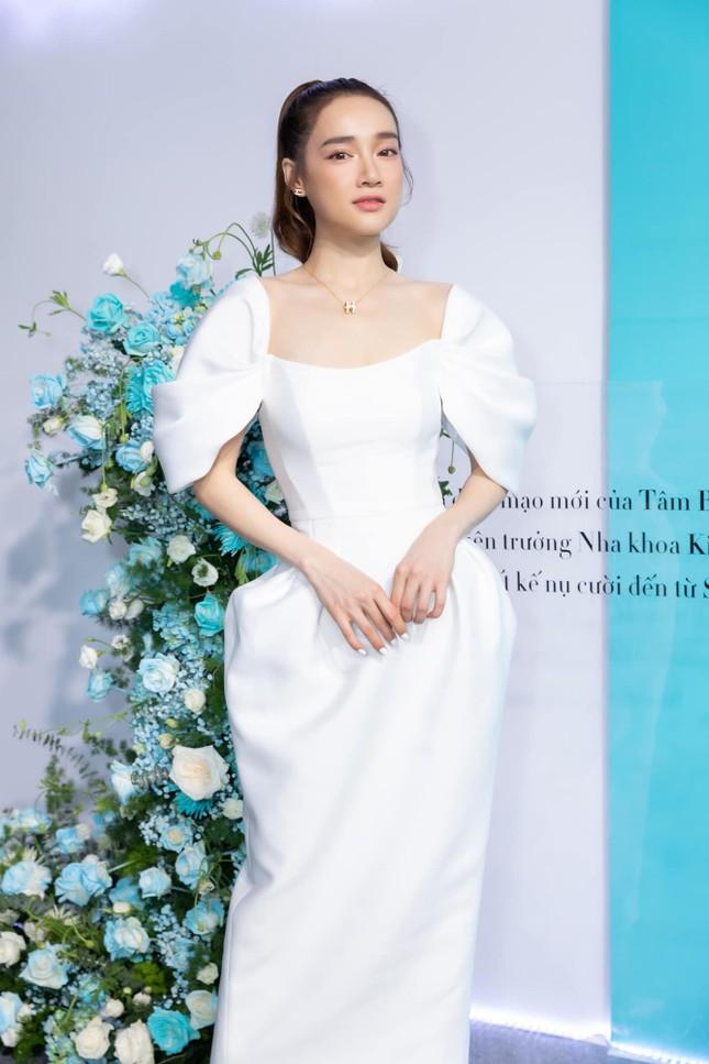 """Showbiz 31/7: Midu hoãn """"kiếm"""" chồng vì COVID-19, Jun Phạm chia sẻ đêm """"chill"""" an toàn ảnh 18"""