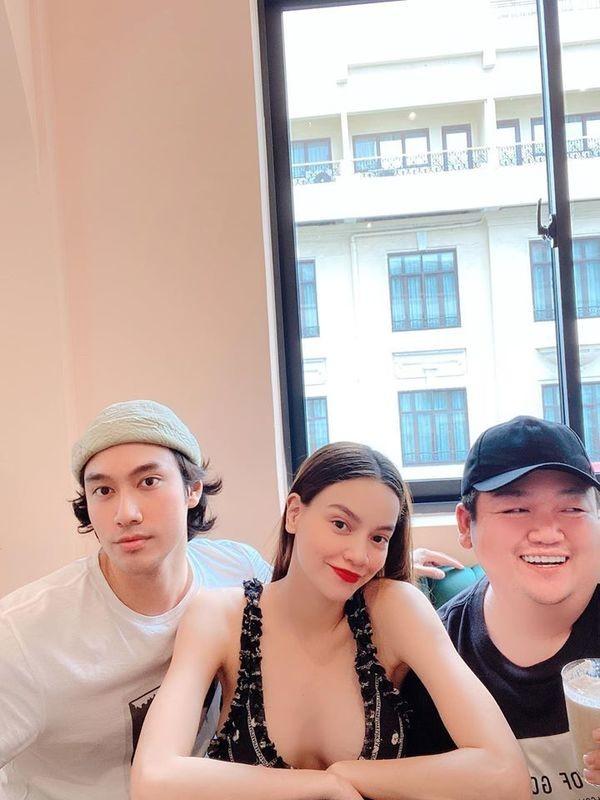 """Showbiz 31/7: Midu hoãn """"kiếm"""" chồng vì COVID-19, Jun Phạm chia sẻ đêm """"chill"""" an toàn ảnh 27"""