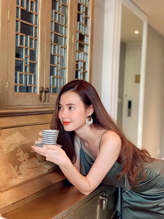 """Showbiz 31/7: Midu hoãn """"kiếm"""" chồng vì COVID-19, Jun Phạm chia sẻ đêm """"chill"""" an toàn ảnh 11"""