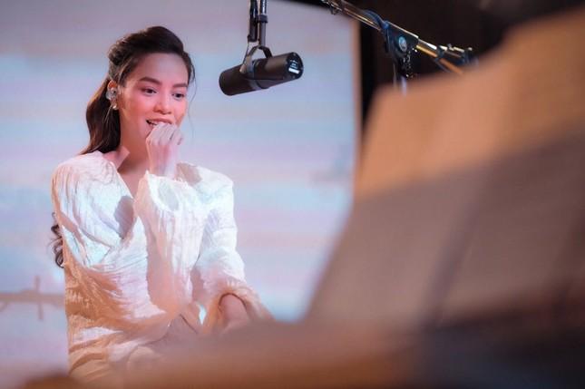 Phan Mạnh Quỳnh viết ca khúc chống dịch, Quang Trung phủ nhận tin đồn yêu Quốc Khánh ảnh 18