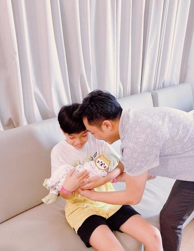 """Puka """"thả thính"""" đàn em Gin Tuấn Kiệt; Văn Mai Hương bật khóc khi trải lòng về scandal ảnh 1"""