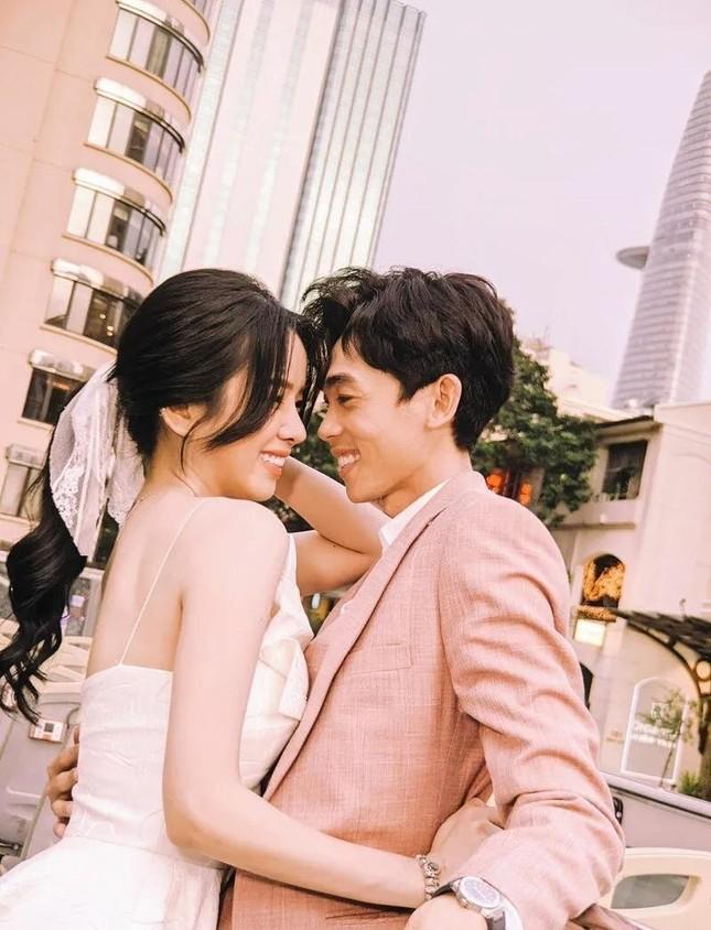Ngọc Trinh đều đặn thưởng xế hộp cho nhân viên, Chi Pu gây nghi vấn khi đạt 5 triệu follow ảnh 16