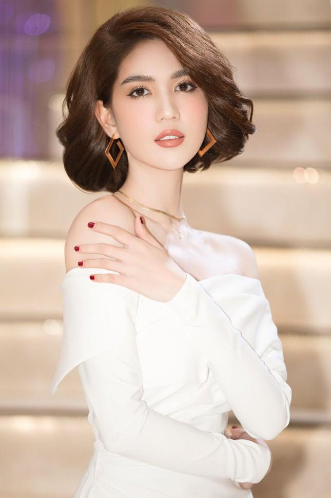 Ngọc Trinh đều đặn thưởng xế hộp cho nhân viên, Chi Pu gây nghi vấn khi đạt 5 triệu follow ảnh 4