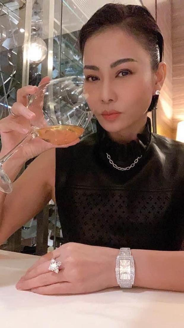 """Lynk Lee: """"Sao trời lại cho em làm bạn với cô đơn""""; Thu Minh khoe nhẫn và đồng hồ tiền tỷ ảnh 14"""