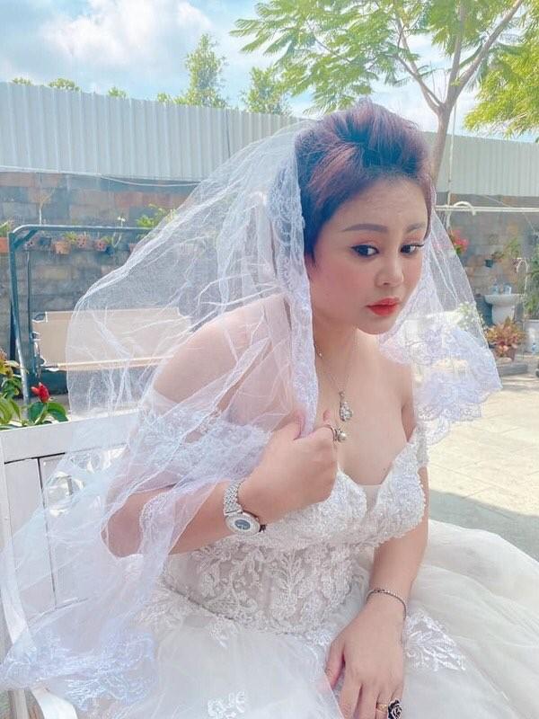 Bảo Anh khoe vòng 3 đẹp nín thở; Tiểu Vy tung bộ ảnh mới đón tuổi 20 ảnh 19