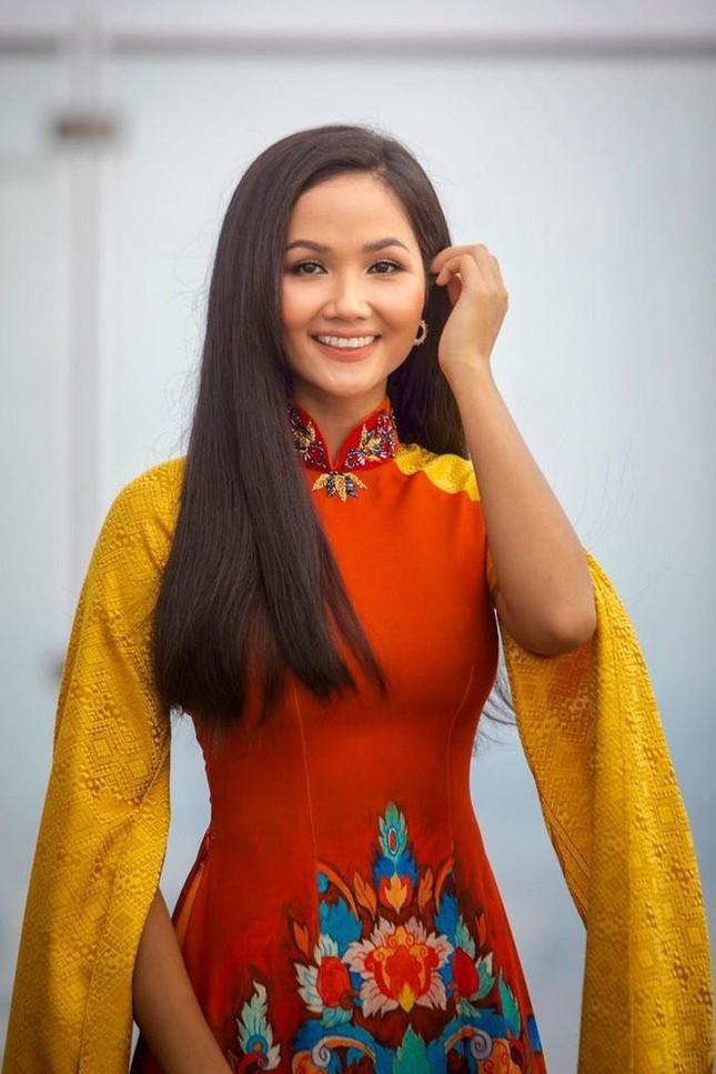 Lã Thanh Huyền đổi kiểu tóc dịu dàng nữ tính. Cao Thái Sơn bất ngờ đăng status tiêu cực ảnh 4