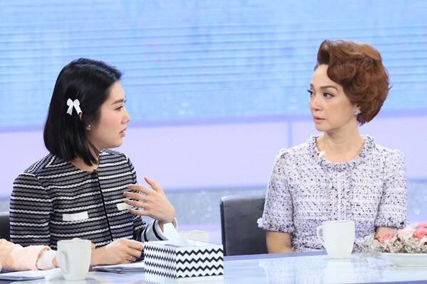 Hiền Hồ bất ngờ nữ tính với kiểu tóc mới; H'Hen Niê tự tin với túi cói đi chợ ảnh 15