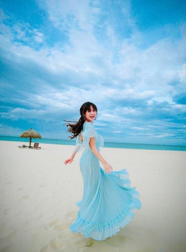 Hiền Hồ bất ngờ nữ tính với kiểu tóc mới; H'Hen Niê tự tin với túi cói đi chợ ảnh 2