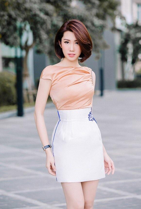 Hiền Hồ bất ngờ nữ tính với kiểu tóc mới; H'Hen Niê tự tin với túi cói đi chợ ảnh 14