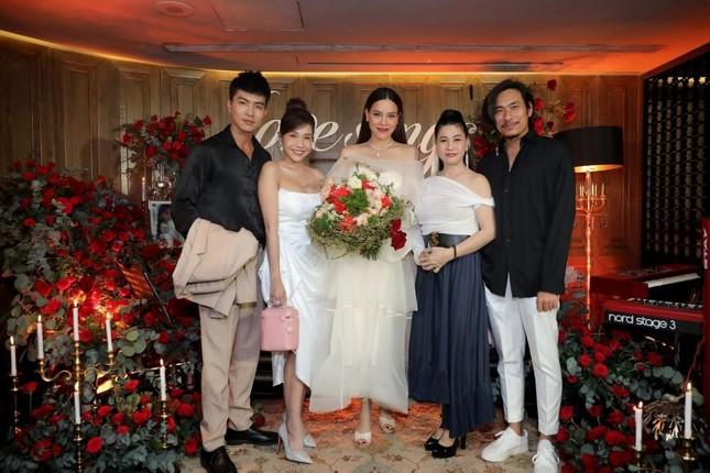 Ngọc Lan xin ứng tuyển làm vợ hoàng tử Brunei; Hoa hậu Kỳ Duyên đọ sắc bên siêu mẫu Hà Anh ảnh 19