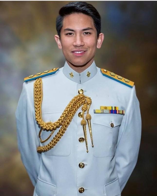Ngọc Lan xin ứng tuyển làm vợ hoàng tử Brunei; Hoa hậu Kỳ Duyên đọ sắc bên siêu mẫu Hà Anh ảnh 3