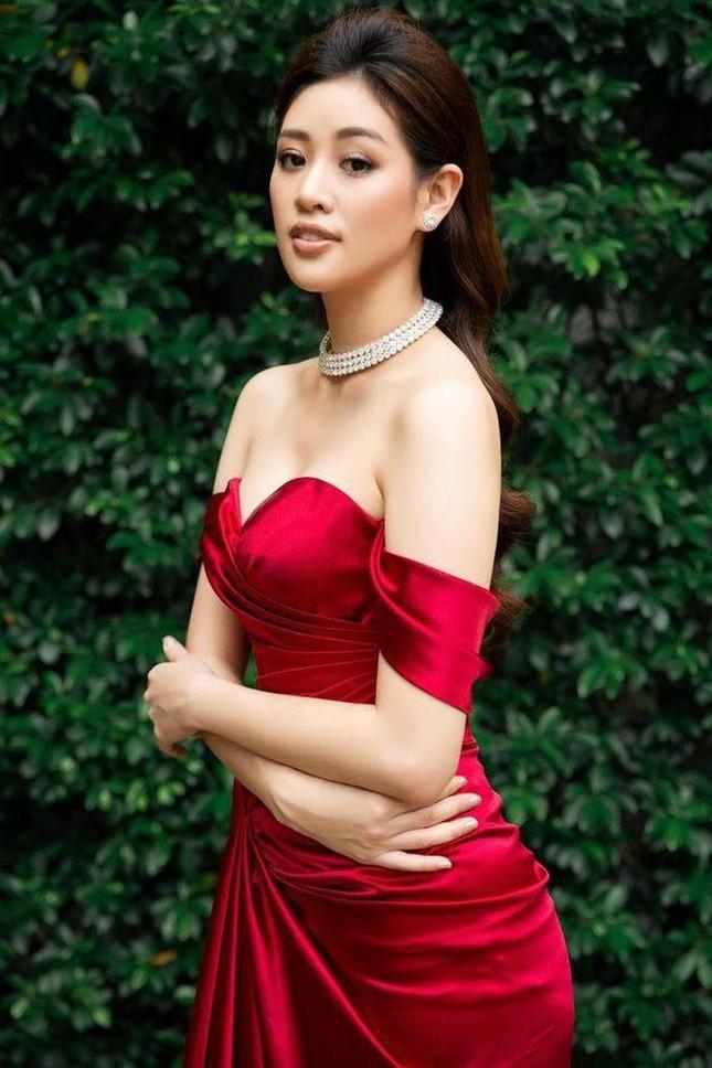 Ngọc Lan xin ứng tuyển làm vợ hoàng tử Brunei; Hoa hậu Kỳ Duyên đọ sắc bên siêu mẫu Hà Anh ảnh 7