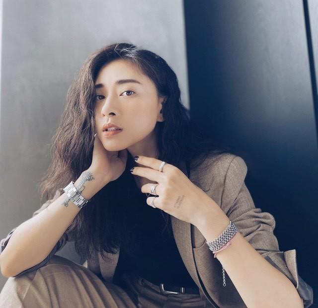 Phạm Quỳnh Anh diện bikini khoe sắc vóc mẹ 2 con, Ngô Thanh Vân liên tục thả tính trên MXH ảnh 14