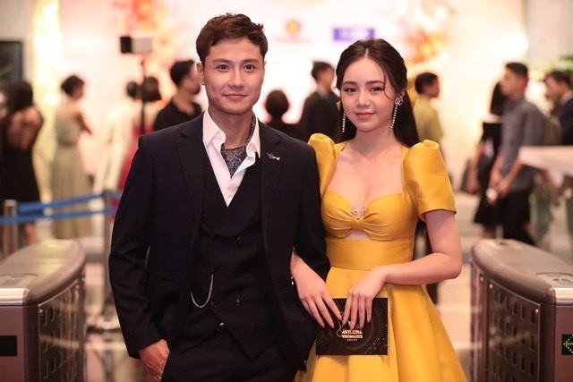 Hồng Diễm bật khóc khi nhận giải thưởng lớn; H'Hen Niê trở thành fan cứng của Sơn Tùng ảnh 14