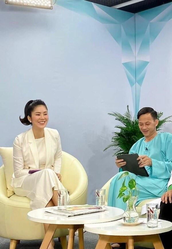 Hồng Diễm bật khóc khi nhận giải thưởng lớn; H'Hen Niê trở thành fan cứng của Sơn Tùng ảnh 21
