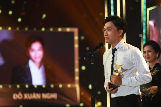 Hồng Diễm bật khóc khi nhận giải thưởng lớn; H'Hen Niê trở thành fan cứng của Sơn Tùng ảnh 5