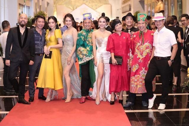 Hồng Diễm bật khóc khi nhận giải thưởng lớn; H'Hen Niê trở thành fan cứng của Sơn Tùng ảnh 12