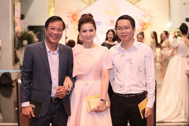 Hồng Diễm bật khóc khi nhận giải thưởng lớn; H'Hen Niê trở thành fan cứng của Sơn Tùng ảnh 13
