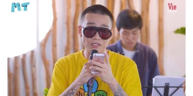 """""""Thả rông"""" khoác vét ra sân bay: Quỳnh Thư khiến người đối diện """"đỏ mặt"""" ảnh 29"""