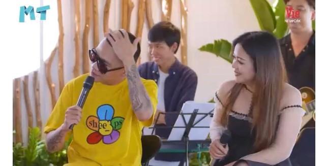"""""""Thả rông"""" khoác vét ra sân bay: Quỳnh Thư khiến người đối diện """"đỏ mặt"""" ảnh 30"""