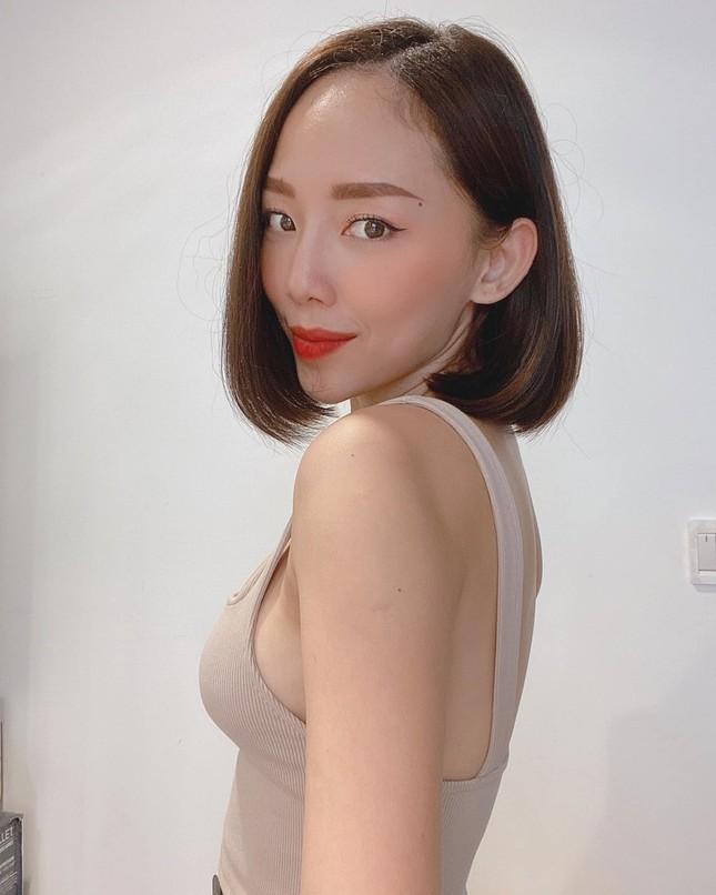 """Emily diện váy hở bạo; MV của Quân A.P lọt Top 36 MV """"hot"""" trên thế giới ảnh 13"""