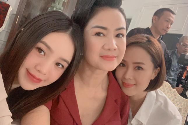 Lâm Vỹ Dạ khoe vai trần gợi cảm; Hậu ly hôn, Phạm Quỳnh Anh ngày càng tăng hạng nhan sắc ảnh 9