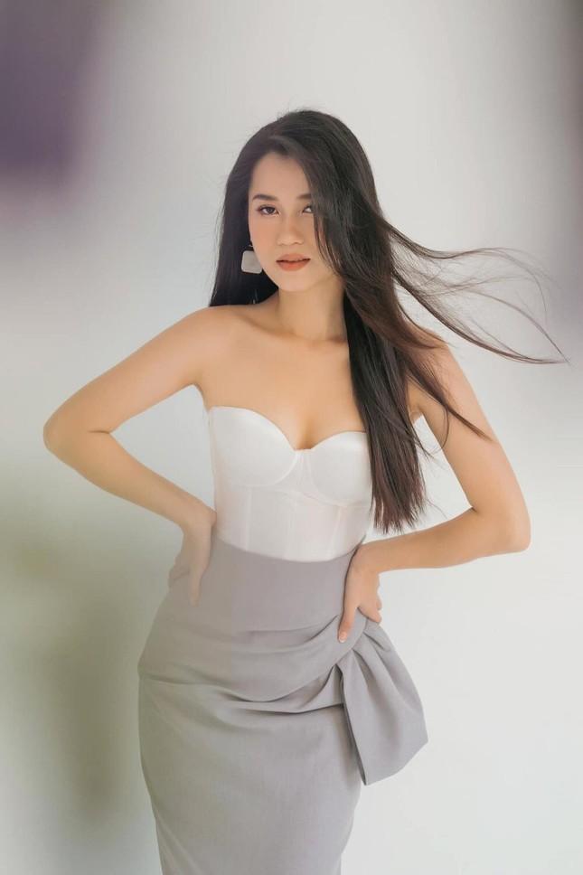 Lâm Vỹ Dạ khoe vai trần gợi cảm; Hậu ly hôn, Phạm Quỳnh Anh ngày càng tăng hạng nhan sắc ảnh 24
