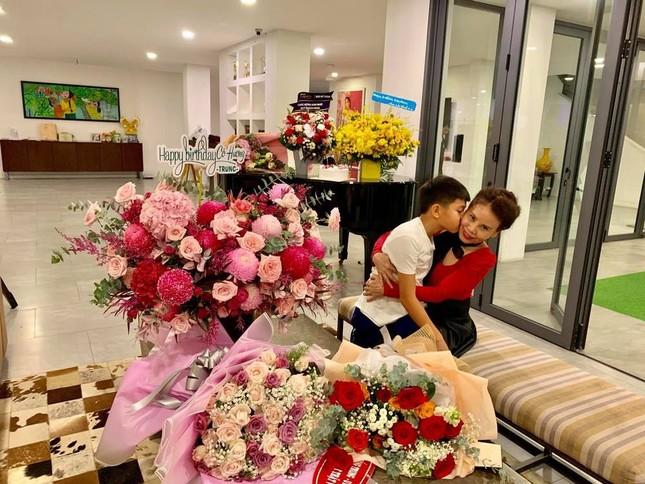 Mạc Văn Khoa chính thức lên chức bố; vợ chồng Trường Giang hóa ông bà Mười Khó cực yêu ảnh 8