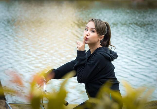 Thủy Tiên trốn chồng ra Huế hỗ trợ miền Trung; người yêu Miko Lan Trinh phẫu thuật bỏ ngực ảnh 2