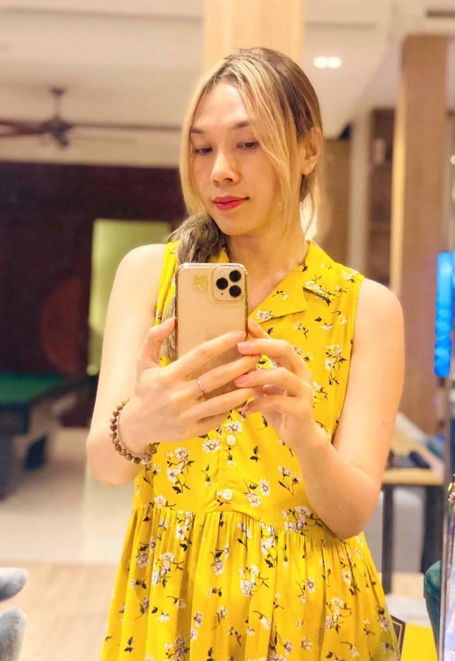 Thủy Tiên trốn chồng ra Huế hỗ trợ miền Trung; người yêu Miko Lan Trinh phẫu thuật bỏ ngực ảnh 3