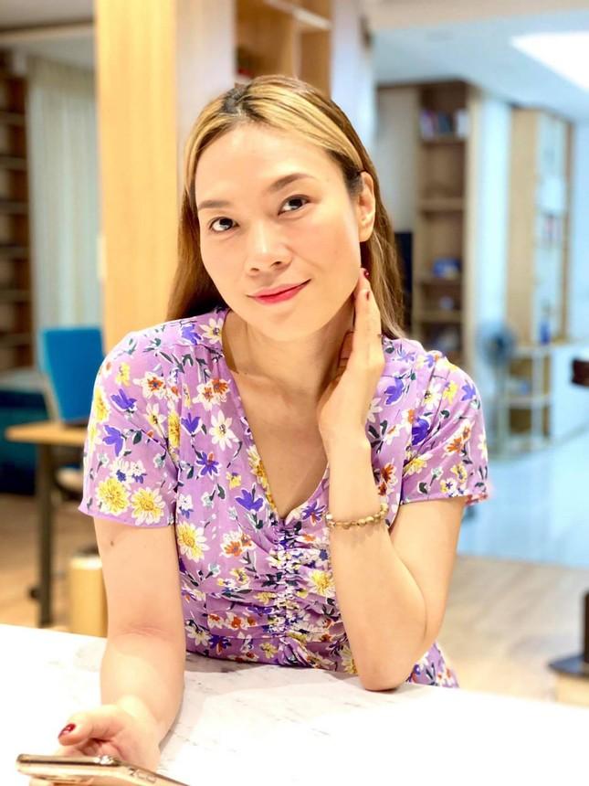 Thủy Tiên trốn chồng ra Huế hỗ trợ miền Trung; người yêu Miko Lan Trinh phẫu thuật bỏ ngực ảnh 4