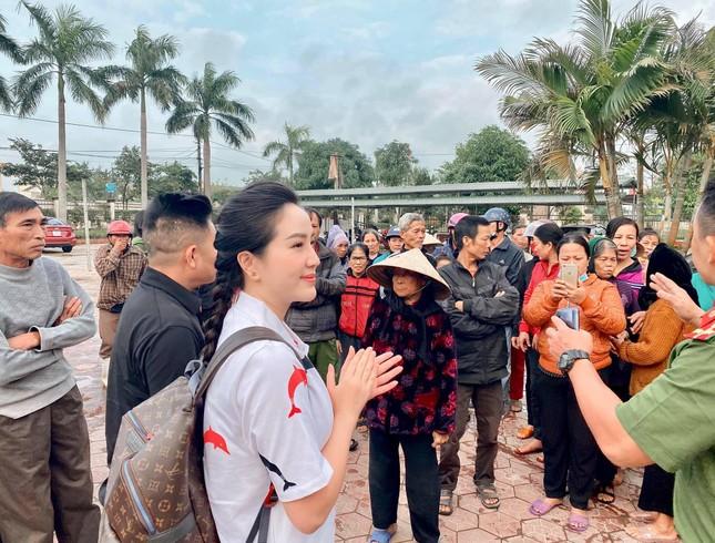 """Đông Nhi khoe ảnh trên bàn mổ; Kaity Nguyễn chia sẻ hậu trường khác lạ """"Tiệc trăng máu"""" ảnh 24"""