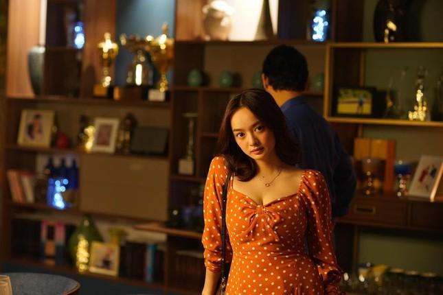 """Đông Nhi khoe ảnh trên bàn mổ; Kaity Nguyễn chia sẻ hậu trường khác lạ """"Tiệc trăng máu"""" ảnh 14"""