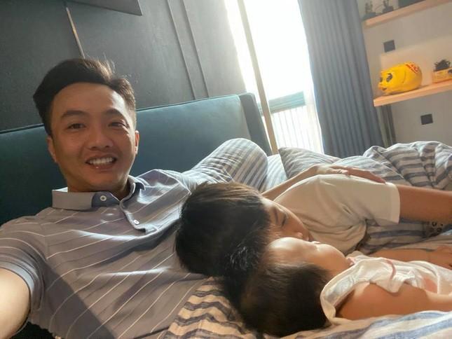 Thủy Tiên trở về Sài Gòn sau 15 ngày đi cứu trợ; Ninh Dương Lan Ngọc trấn an fan ảnh 18